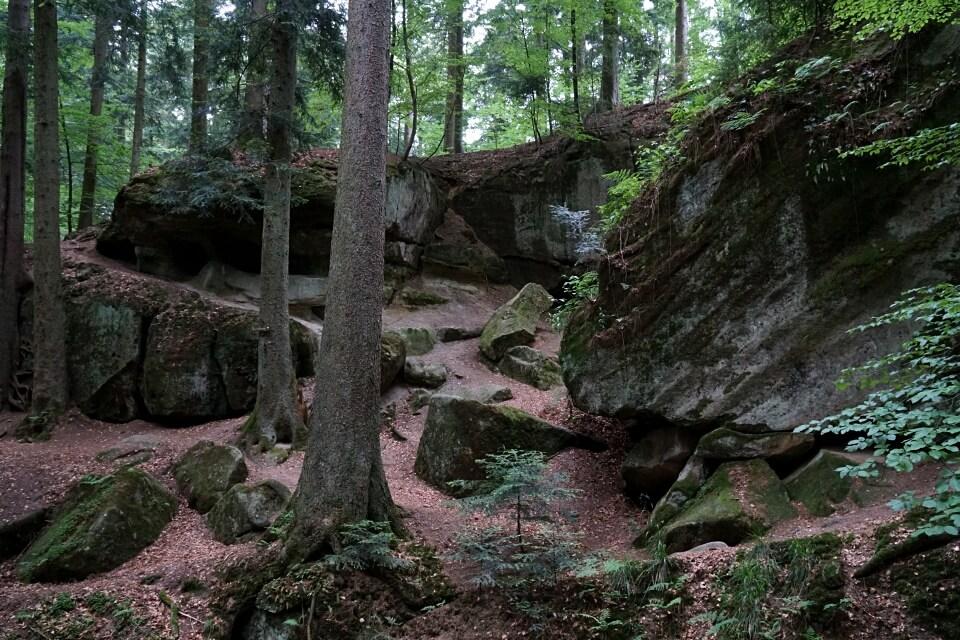 Haegeles und Brunnenklinge auf dem Muehlenwanderweg im Schwaebischen Wald