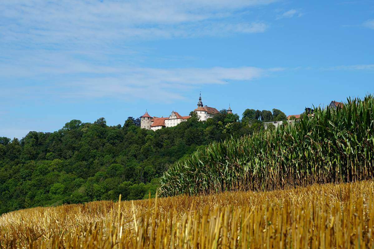 Schloss Langenburg thront ueber dem Jagsttal