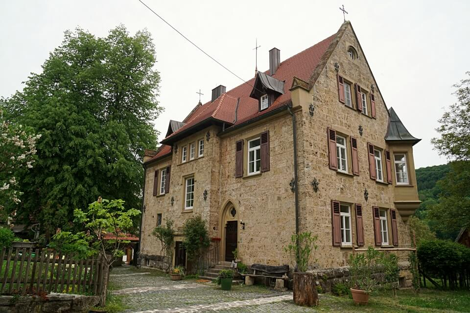 Das Pfarrhaus in Unterregenbach mit Krypta