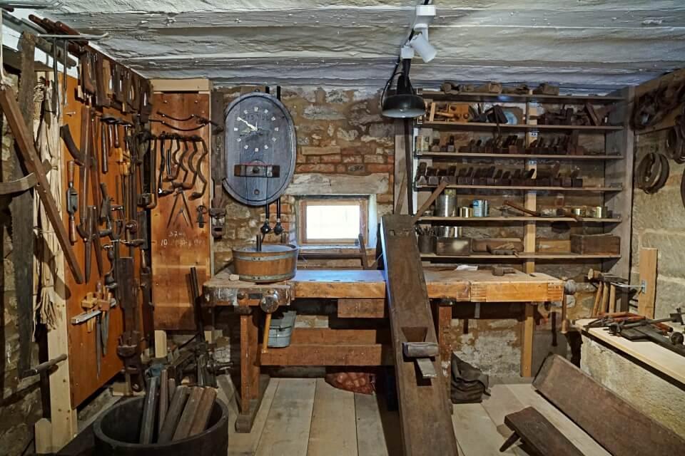 Kueferwerkstatt als Dauerausstellung im Freilandmuseum Wackershofen in Baden Wuerttemberg