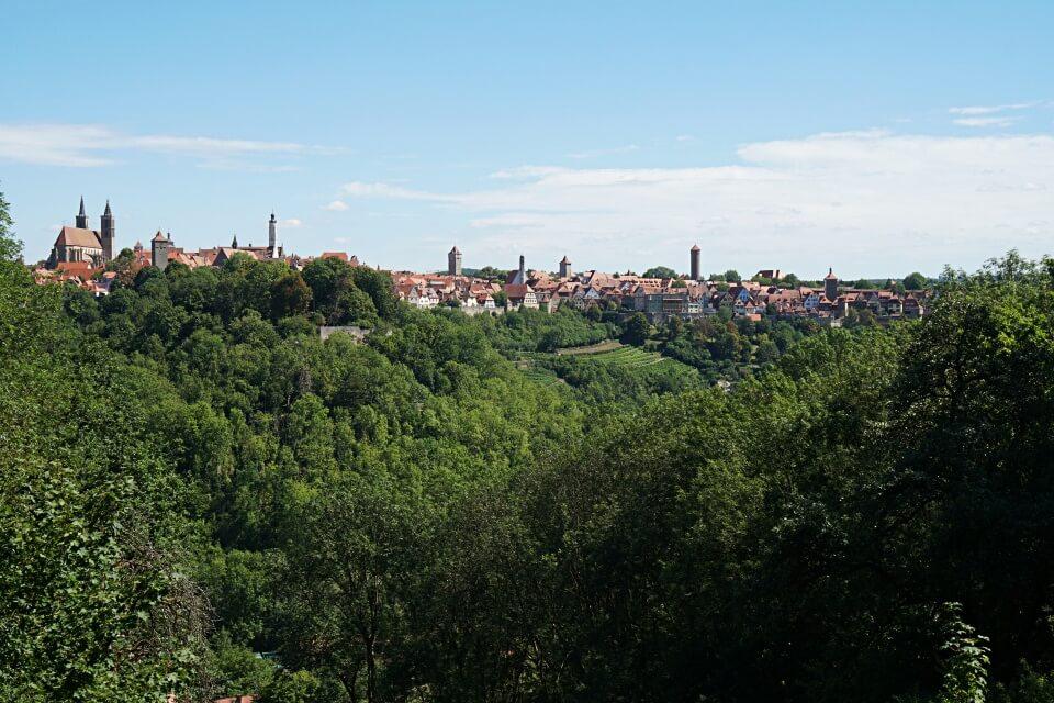 Ausblick vom Panoramaweg auf Rothenburg ob der Tauber