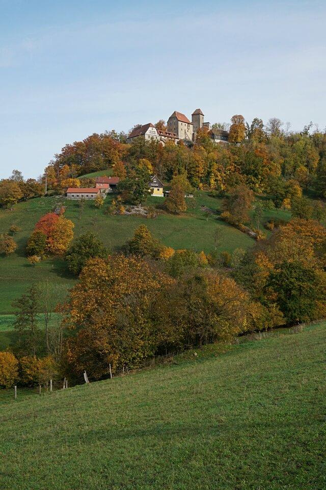 Schloss Tierberg im Herbst