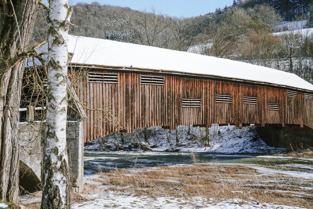 Die Archenbruecke in Unterregenbach im Winter