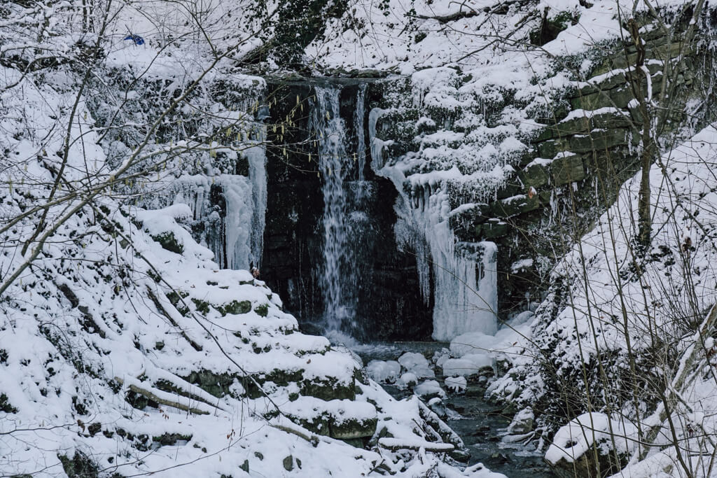Vereister Schindbach bei Langenburg im Winter