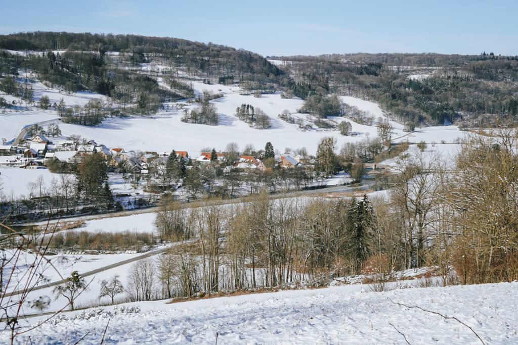 Blick auf das Jagsttal im Winter