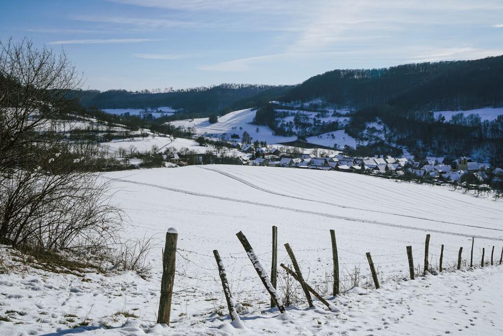Blick nach Baechlingen auf der Winterwanderung nach Langenburg