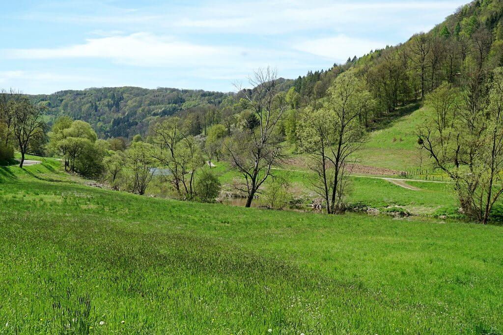 Auf dem Pfad der Stille durch das Jagsttal in Hohenlohe wandern