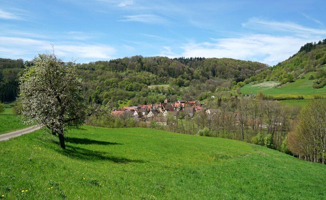 Wandern auf dem Pfad der Stille im Jagsttal von Buchenbach nach Unterregenbach