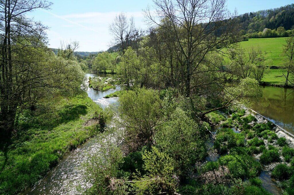 Die Jagst in Buchenbach beim Wandern auf dem Pfad der Stille Mulfingen