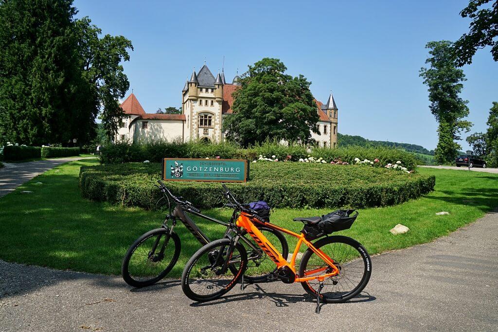Goetzenburg Jagsthausen auf dem Kocher Jagst Radweg